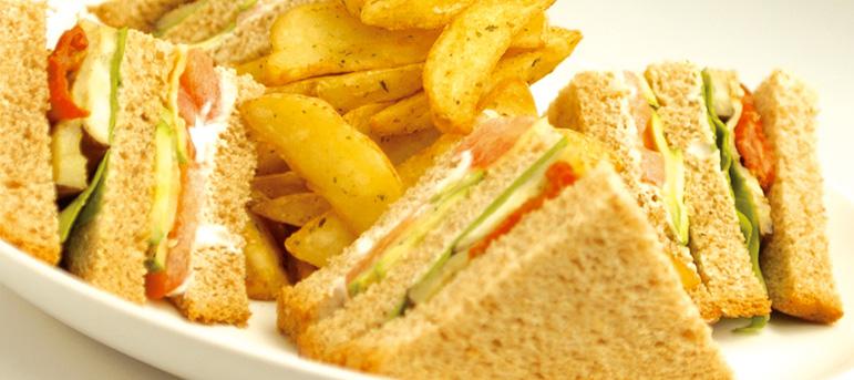 Клуб-сендвич со свеж зеленчук